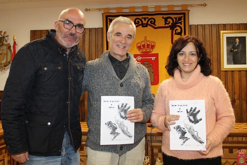 gestor-cultura%2c-manuel-jimenez%2c-ganador-diego-j-marin-lopez-y-concejala-de-cultura-rocio-marcos-copiar